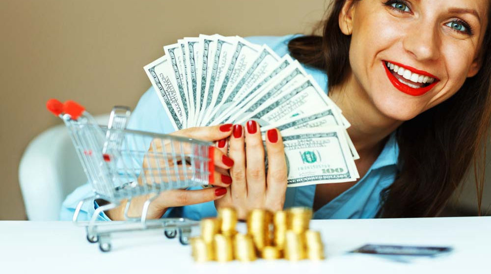 young-smiling-woman-holding-cash